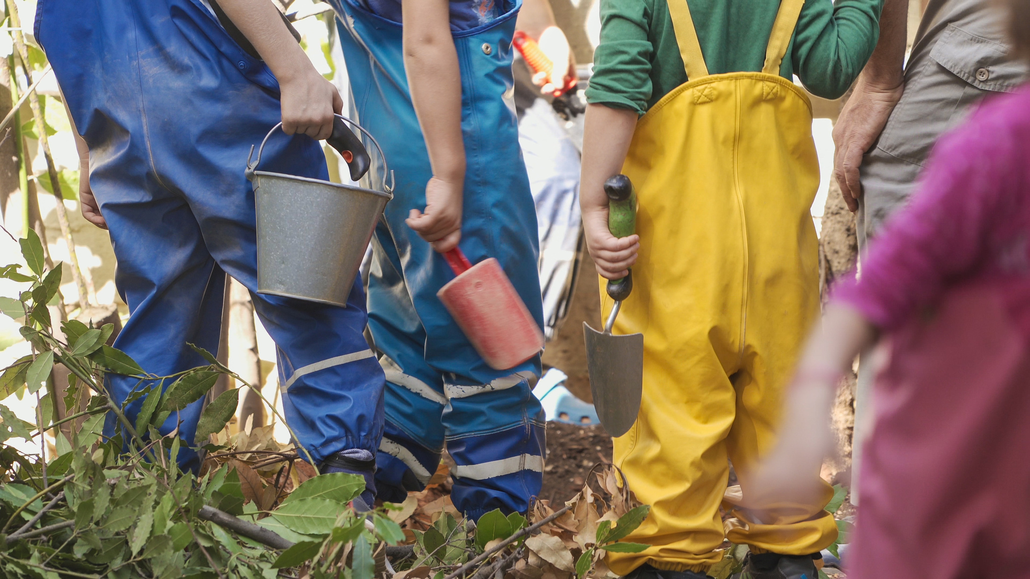 Karydia Kindergarden children with shovels